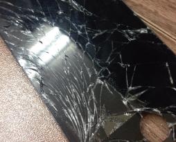 iphone5Cの画面割れ修理を行いました!スマレンジャー平野店