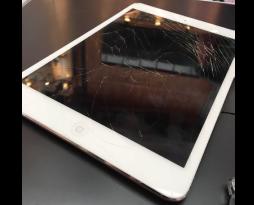 iPadの修理も行っております!スマレンジャー難波店!