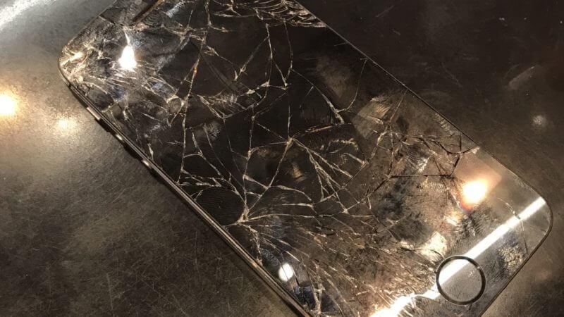 iPhone画面交換修理、実施致しました!