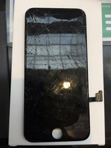 大阪難波店にてiPhone7ブラック液晶交換修理致しました!2017年9月7日ブログ。
