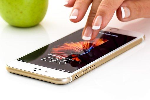 iPhone故障の隠れた原因!?充電器は正規品を使いましょう