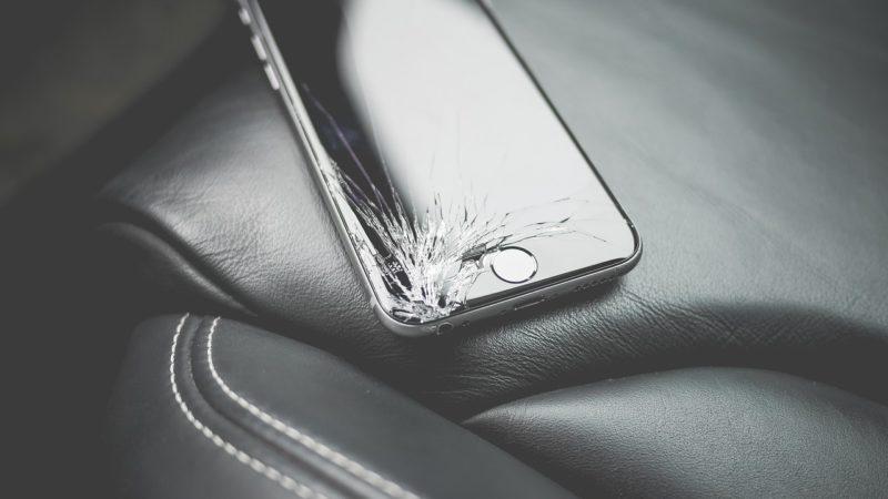 iPhoneの液晶割れと画面割れの違いは?症状と修理費目安を解説