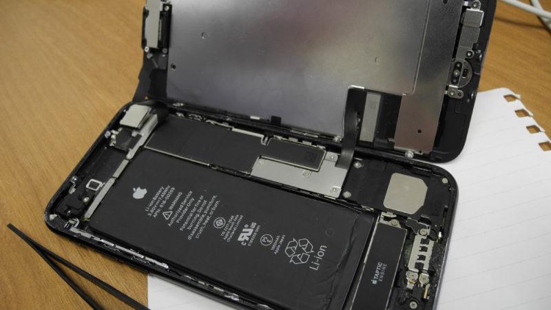 iPhoneの画面割れは自力で直せる?それとも専門店?