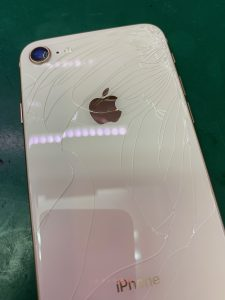 iPhoneの液晶に線が入ってる…ゆる水没かも