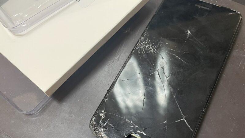 富田林市からお越しのお客様のiphone8画面修理を行いました!