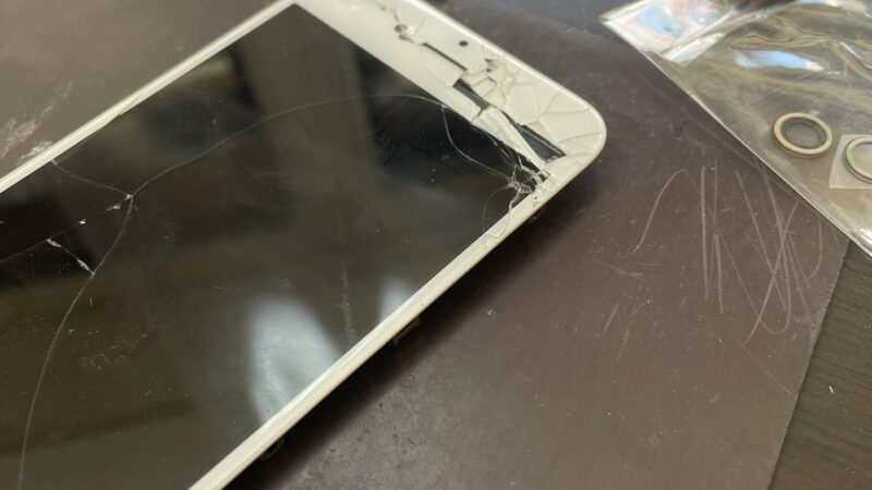 八尾市からお越しのお客様のiphone6S画面割れ修理を行いました!