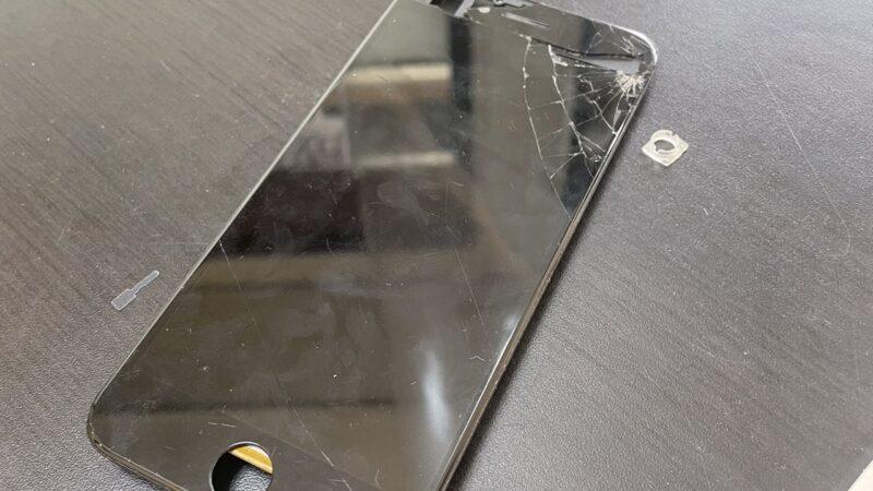 東大阪市からお越しのお客様のiphone8画面割れ修理を行いました!