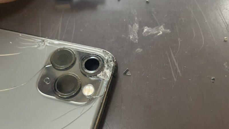 東大阪市からお越しのお客様のiphone11proカメラレンズ修理を行いました!